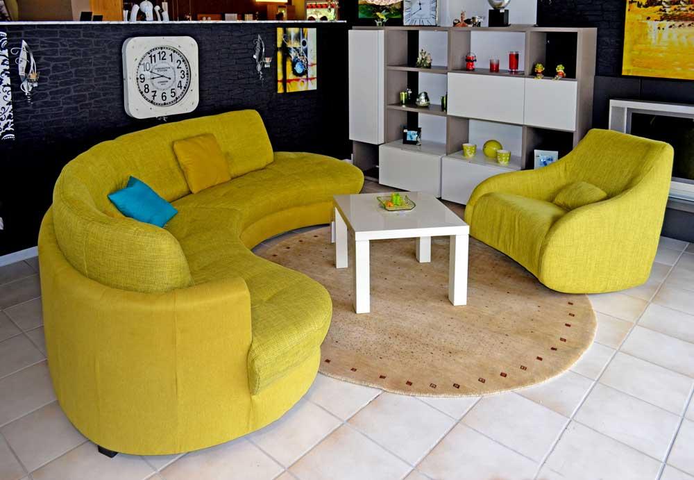 topaktuelles rundsofa susanne werding. Black Bedroom Furniture Sets. Home Design Ideas